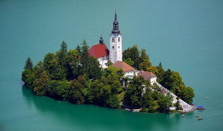 Остров в Словении