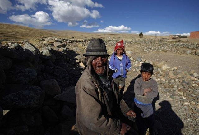 Кармело Флорес Лаура с правнуками