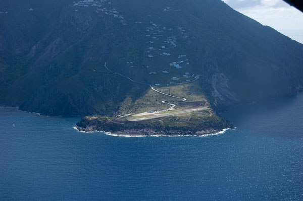 Juancho-E-Yrausquin-na-ostrove-Saba