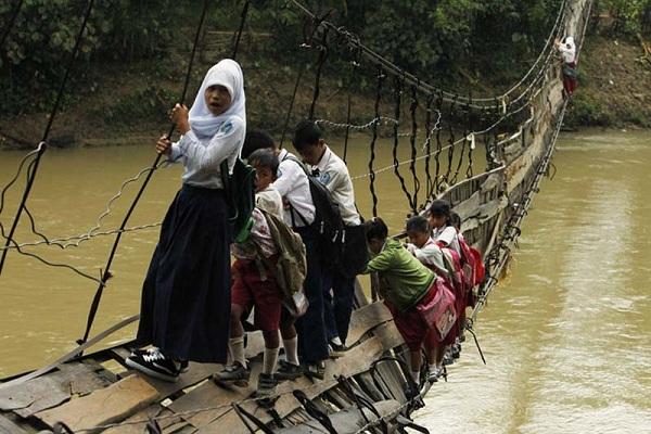 Висячий мост в Индонезии