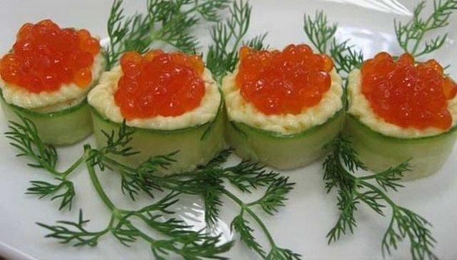 Украшение блюд красной икрой