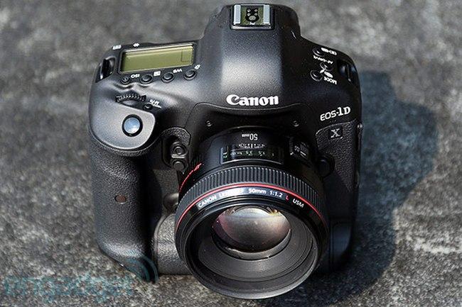 Зеркальный фотоаппарат Canon EOS 1DX
