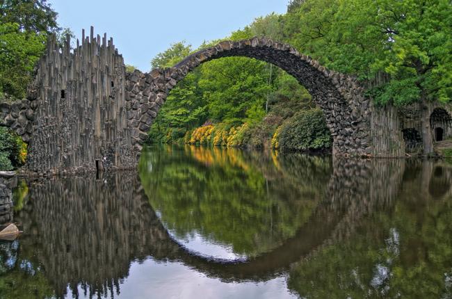 Каменный мост Die Rakotzbrucke