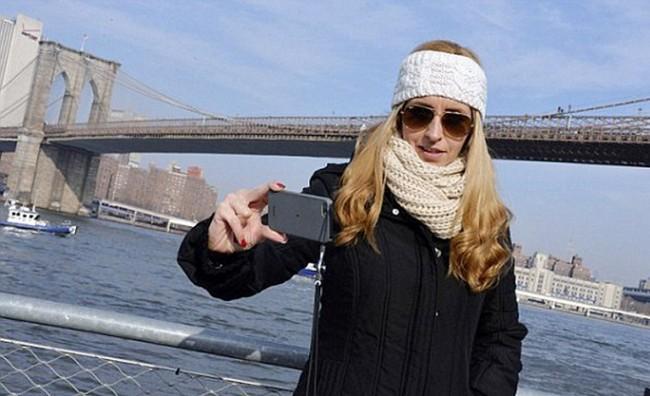 Селфи на фоне Бруклинского моста
