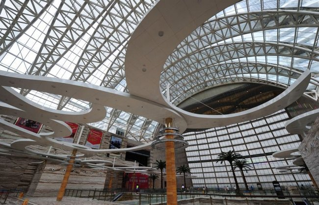 Размеры New Century Global Center просто впечатляют!