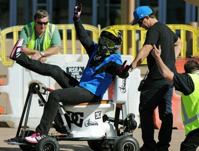 Джолин Ван Вугг быстрее всех проехала на моторизированном унитазе