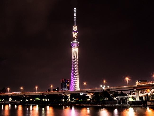 Tokyo Skytree при ночном освещении