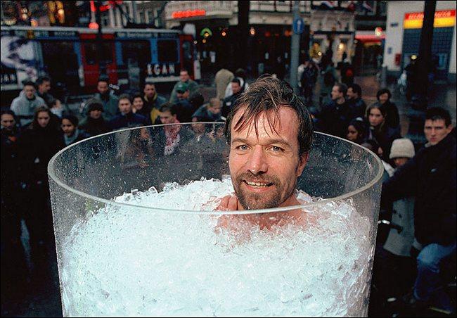 Дольше всех в емкости со льдом просидел нидерландец Вим Хоф