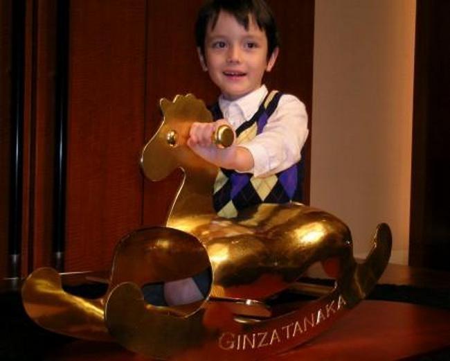 Лошадка-качалка из золота от Ginza Tanaka