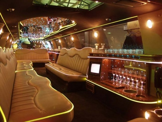 Салон самого длинного в мире лимузина