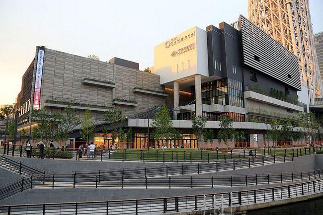 В основании токийской телебашни расположился торгово-развлекательный центр