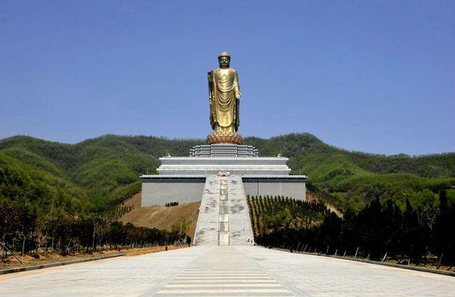 Статуя Будда Весеннего Храма