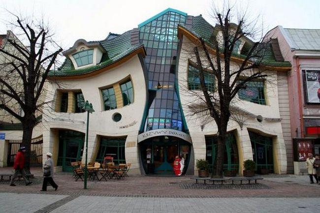Кривой дом, Польша