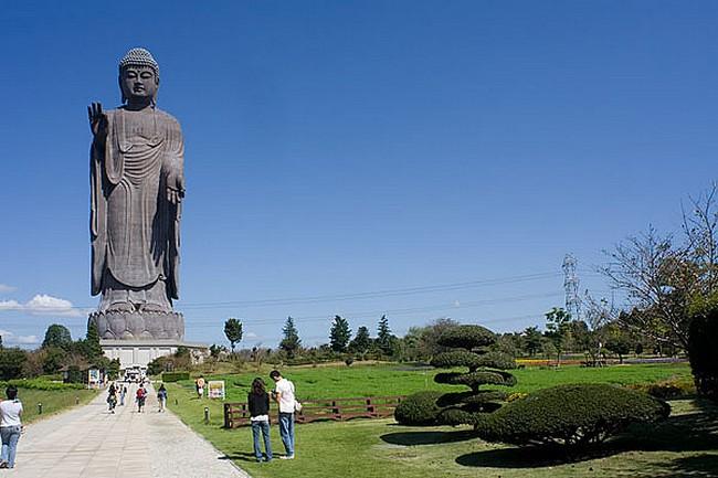 Статуя Будда Амитабхи