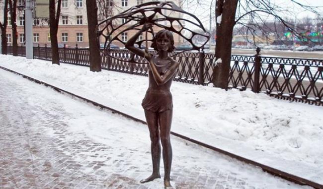 Девочка с зонтом