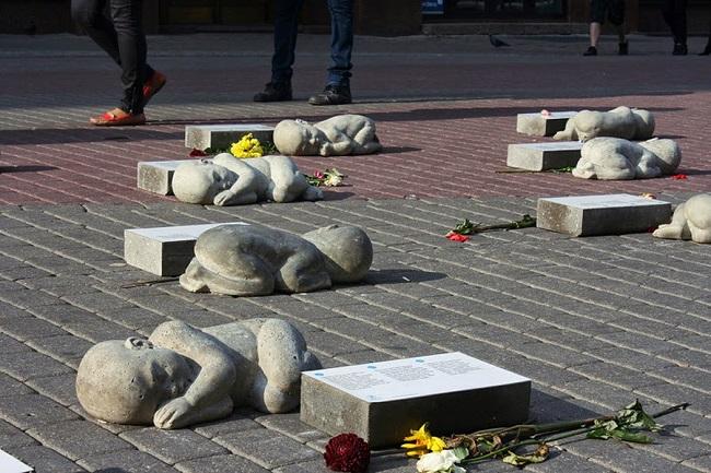 Памятник нерожденным детям в Риге