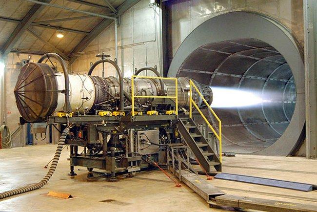 Рений используют для изготовления деталей двигателей истребителей