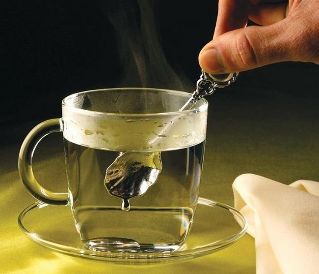 Ложка из галлия плавится в горячем чае