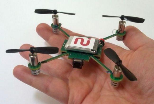 Самый маленький квадрокоптер с камерой MeCam