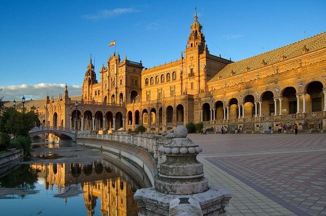 Испания – около 34 долларов ежемесячно