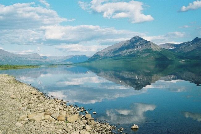 Каньоны и озерные долины плато