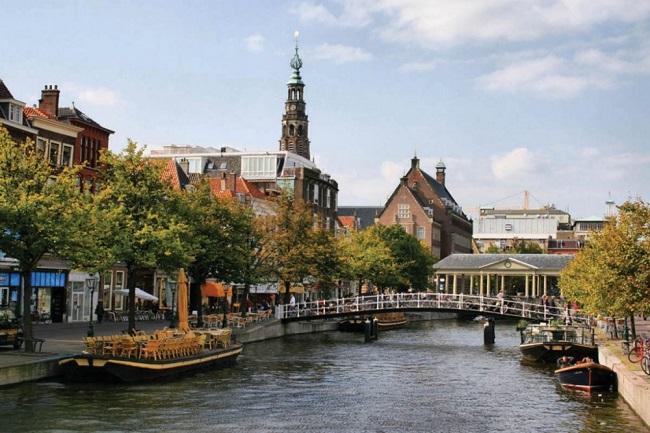 Нидерланды – около 39 долларов ежемесячно