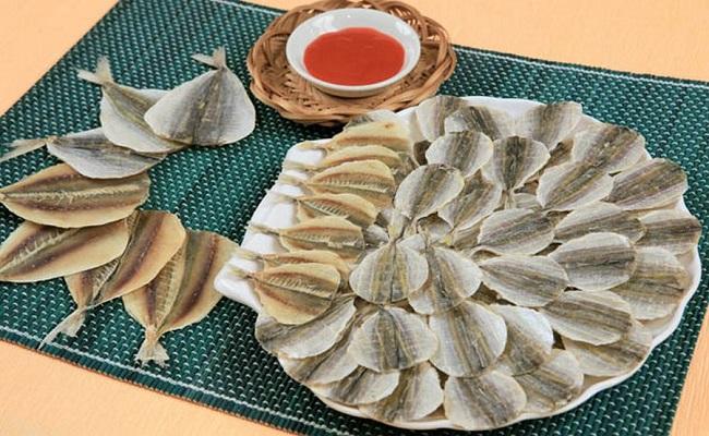 Сушеные морепродукты, в том числе анчоусы