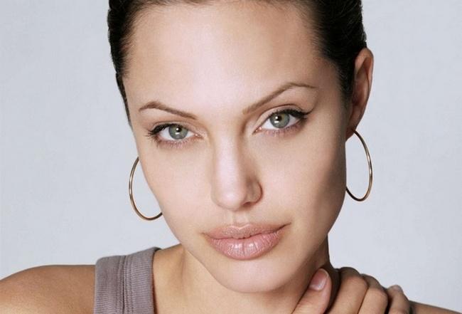 Красивые и сексуальные губы Анджелины Джоли