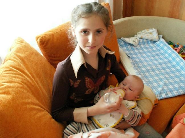 Во всем мире становится все больше мам, возраст которых менее 15 лет