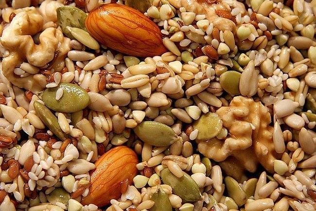 Орехи и семечки являются отличным перекусом