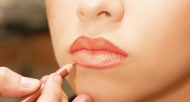 Красивые губы можно нарисовать