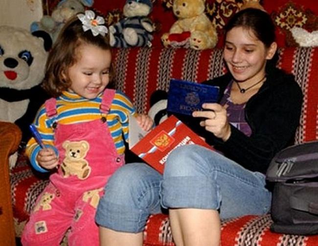 Валя Исаева с дочкой