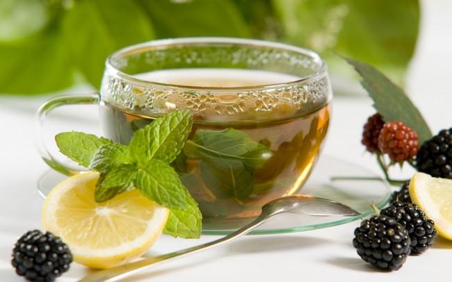При борьбе с лишним весом пейте зеленый чай