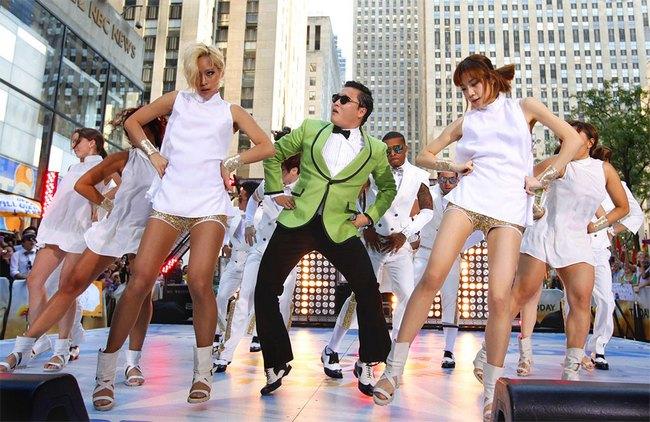 Оригинальность клипа PSY в нестандартности, нелепости и прикольных танцах