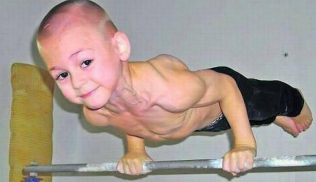 Самый последний рекорд самый сильный мальчик установил, отжавшись двадцать раз на одних руках