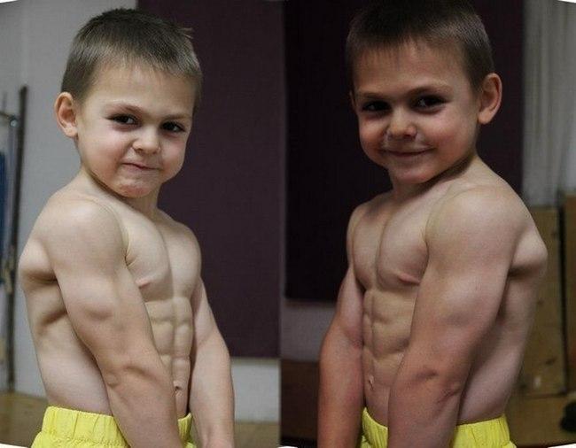 Самый сильный мальчик с братом