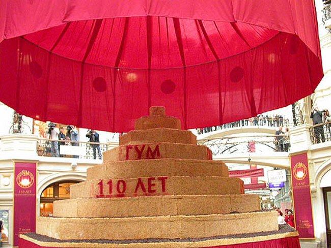 Огромный торт к юбилею ГУМа весом 3,5 тонны
