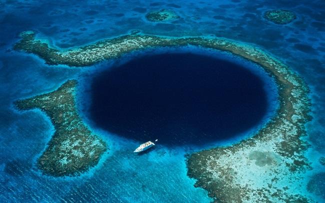 Большая Голубая дыра у побережья Белиза