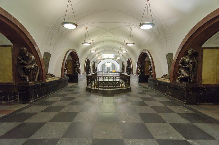 Станция Площадь Революции
