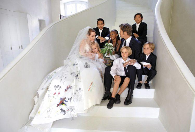 Анджелина джоли с Бредом питтом и семьей