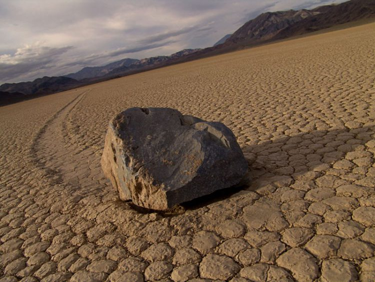Движущиеся камни