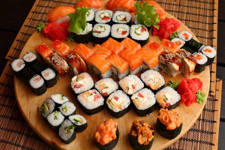 0209-modnaya-eda-sushi-pitstsa-i-kartofel-fri-0