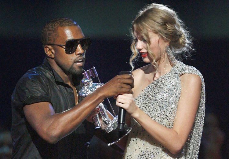 Рэпер Канье Уэст вырвал из рук Свифт микрофон на премии MTV-2009, после, конечно, пришлось извиниться