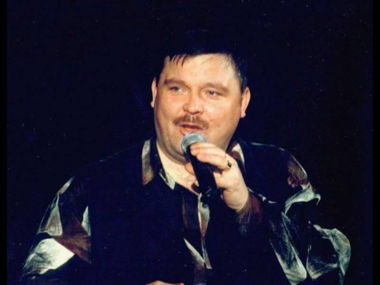 Круг неоднократно выступал перед заключенными в тюрьмах