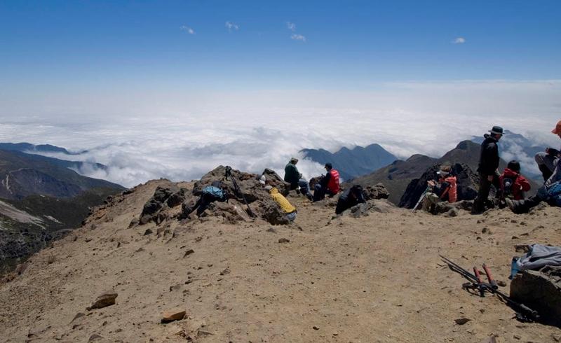 привал альпинистов покоряющих Чимбаросо