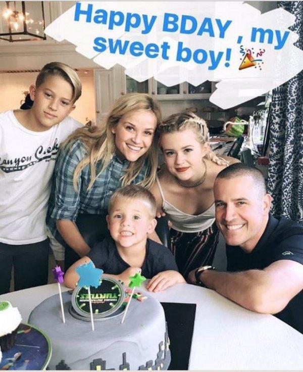 Риз Уизерспун показала свое семейство