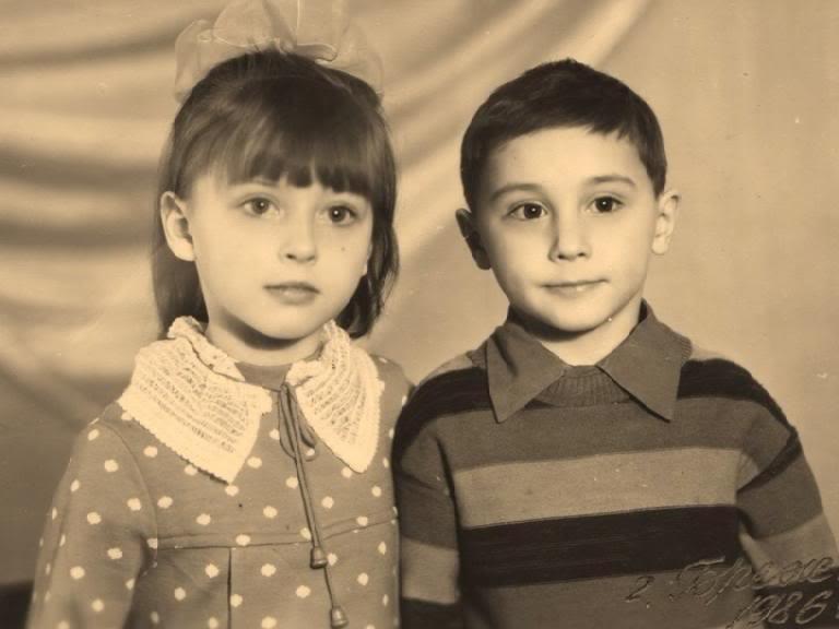 У Дмитрия две сестры: Лена (на фото) и Анна