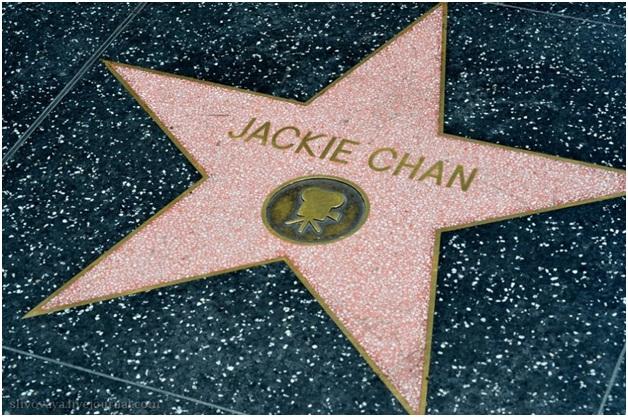 У Джеки Чана есть своя звезда на аллее славы в Голливуде (и в России тоже есть)