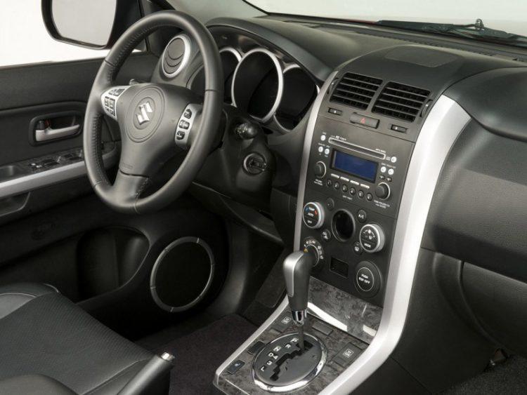 Suzuki Grand Vitara внутри