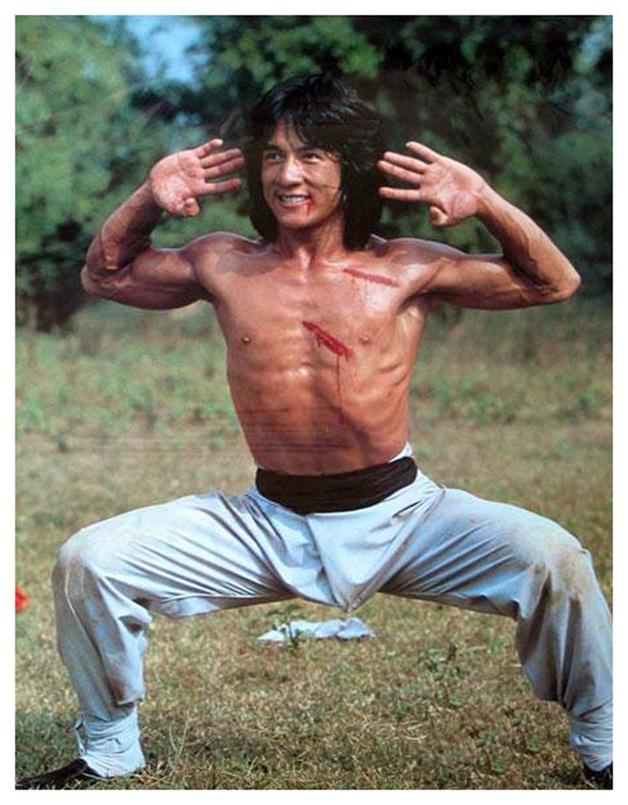 В юности Джеки Чан не только снимался в кино. Он успел поработать на стройке, мойщиком посуды и разнорабочим